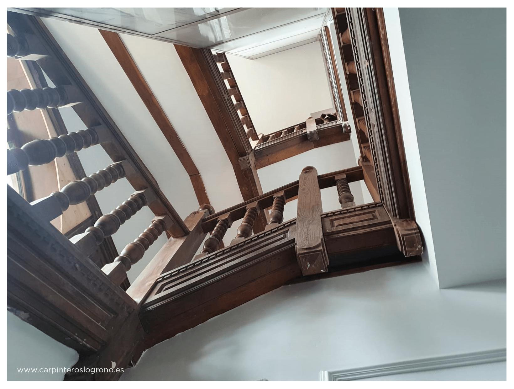 Escaleras de madera en Getxo